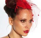 Le chapeau bibi revient en force sur la tête des femmes