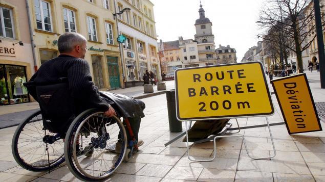 fauteuil roulant en ville