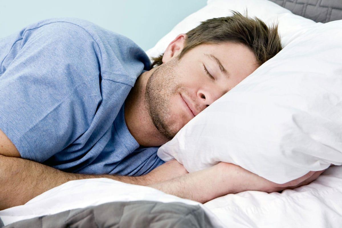 Dormir sur le côté pour ne plus ronfler durant son sommeil
