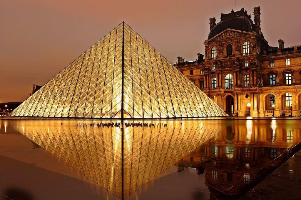 Le musée du Louvre à Paris